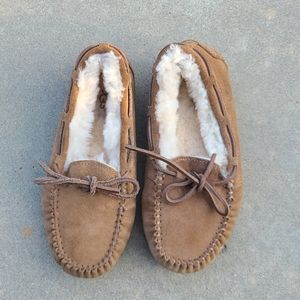 UGG Moccasin slippers/shoes little girls sz 4